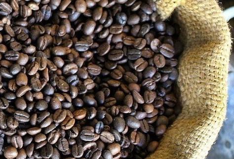 Café em coco custa R$ 5,80 o quilo