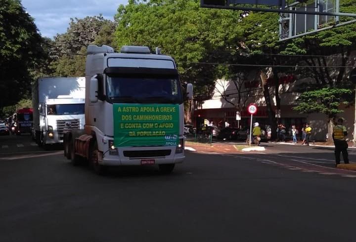 Protesto dura mais de uma hora no centro de Maringá