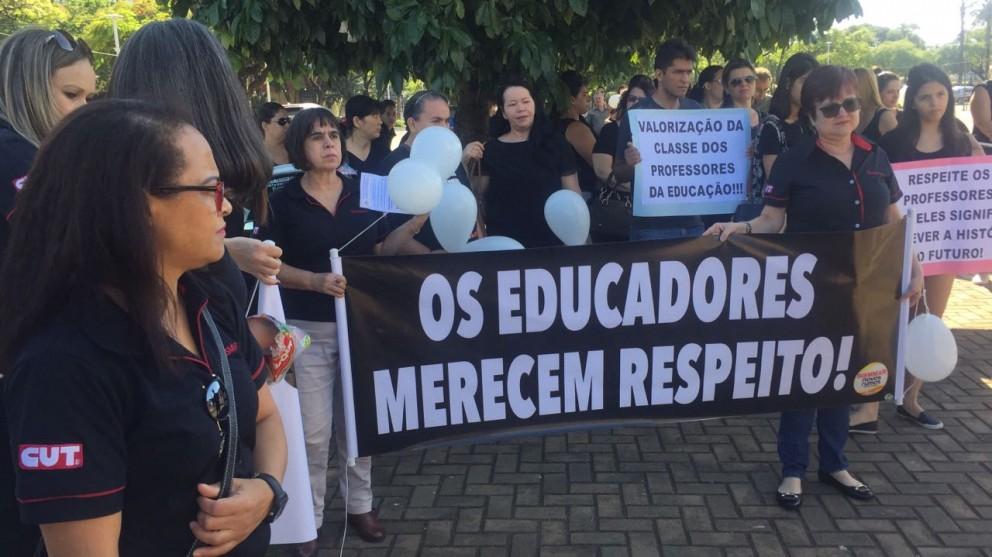 Maringá realiza ato em defesa da educação