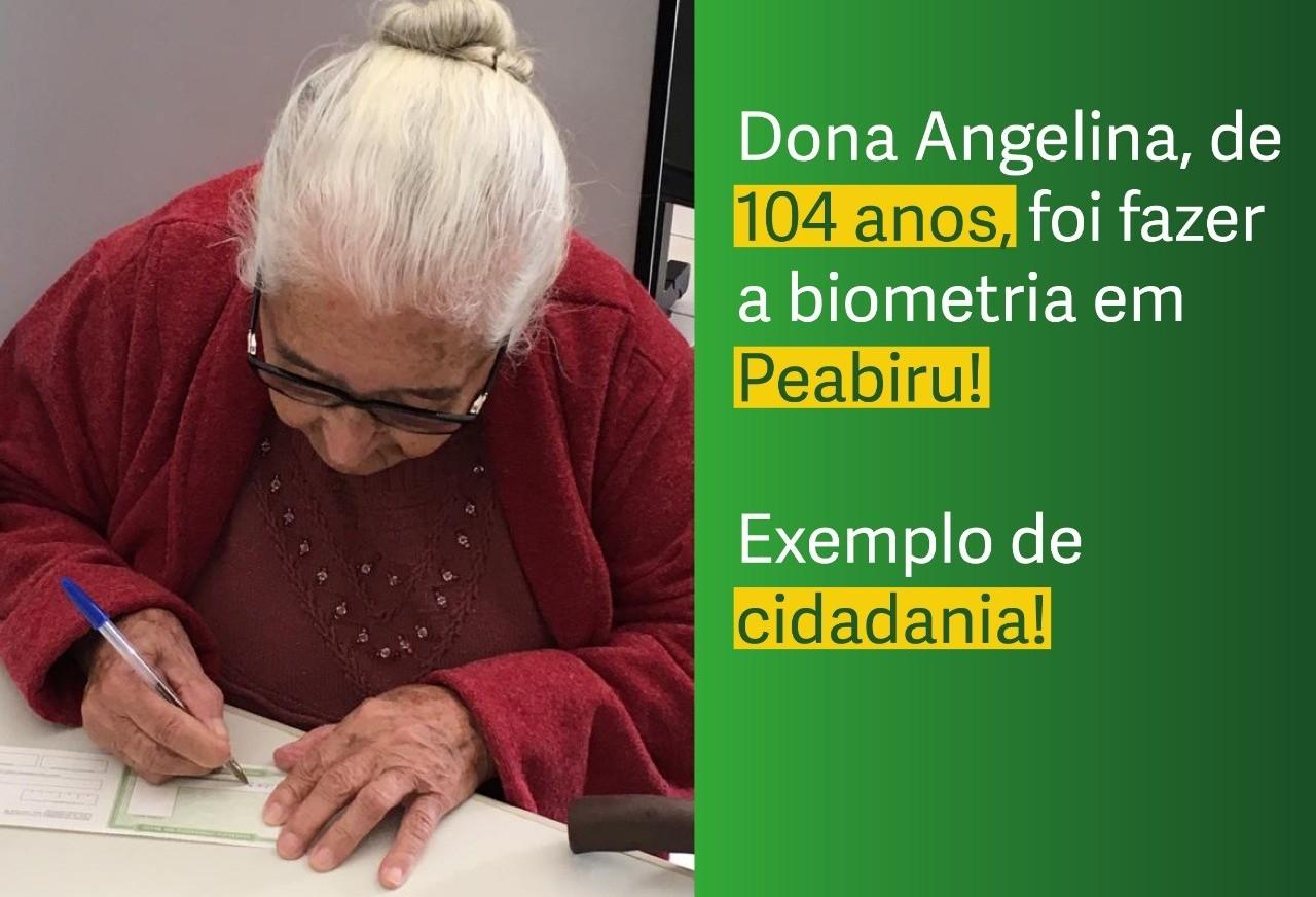 Eleitora de 104 anos entra na fila da biometria