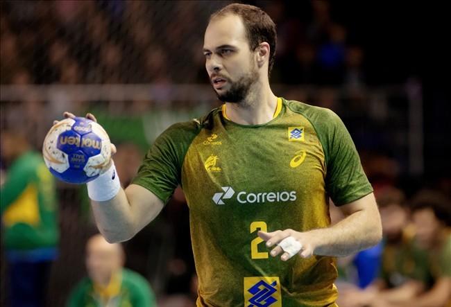 Maringaense joga na seleção brasileira de handebol há 10 anos