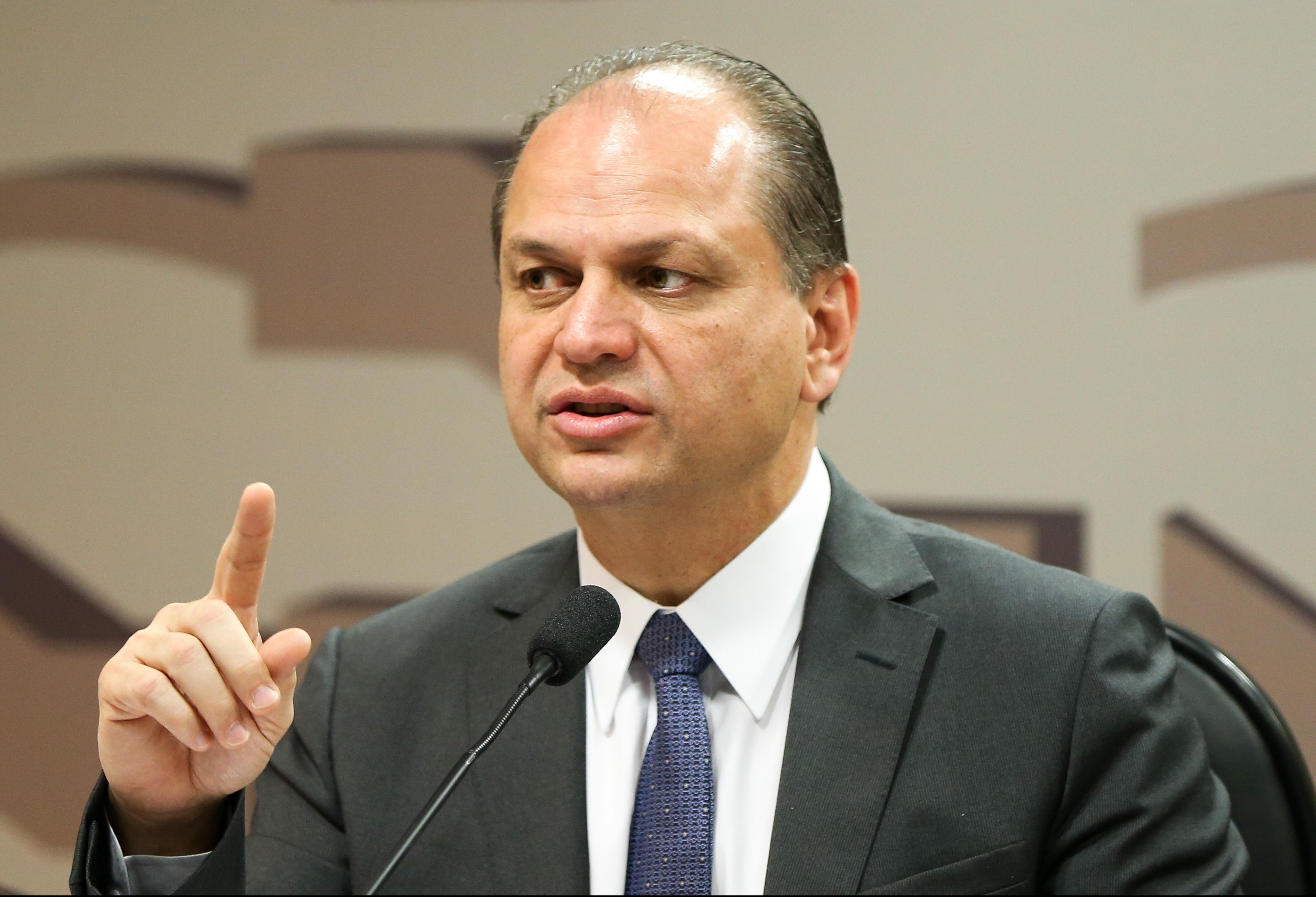 Ricardo Barros define data para deixar Ministério da Saúde