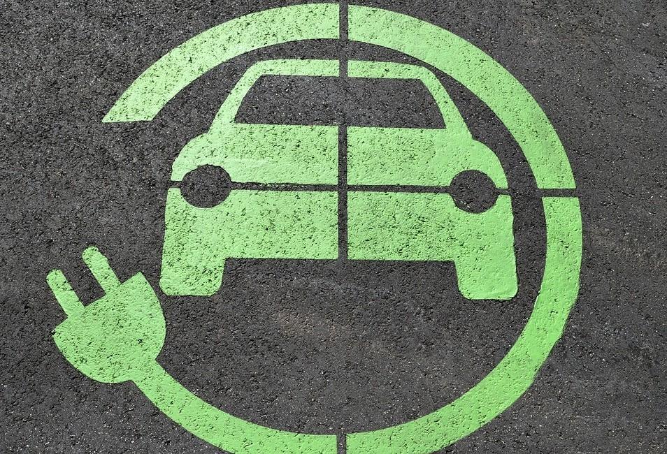 Usuários de carros de empresa devolvem energia à concessionária