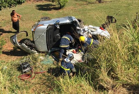 Acidente entre 3 veículos mata uma pessoa e deixa 4 feridas