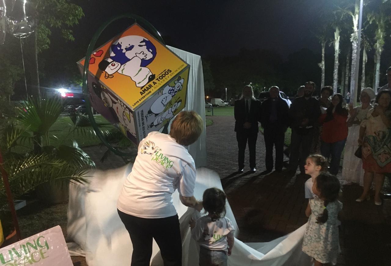 11º 'Dado da Paz' no Brasil é inaugurado em Maringá