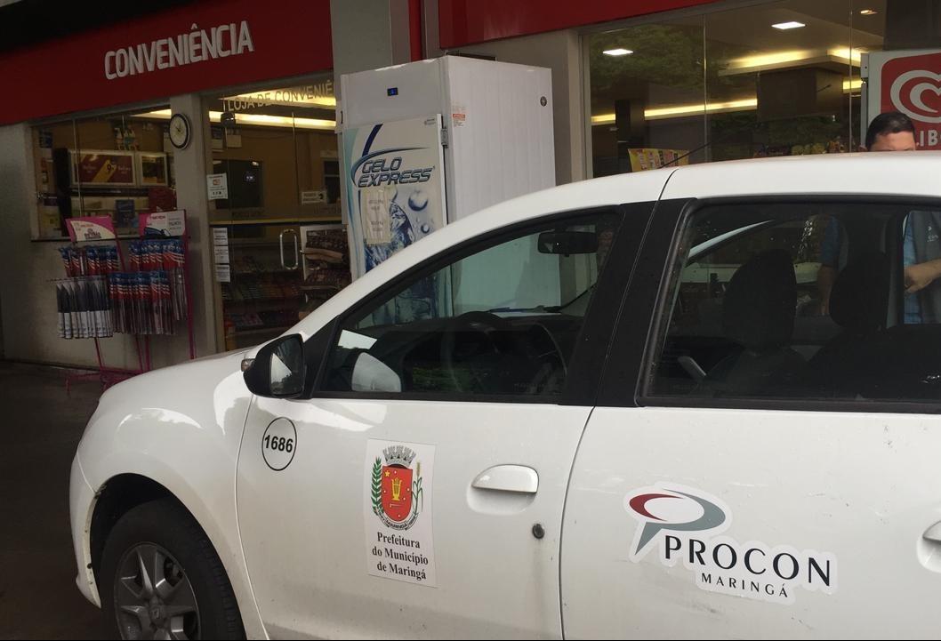 Fiscais percorrem postos para análise de combustíveis em Maringá