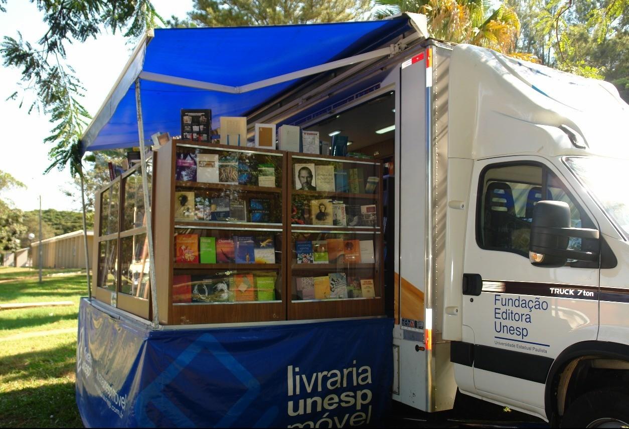 Livraria Móvel da Unesp está em Maringá