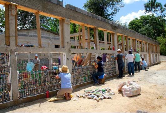 ONG constrói escolas com ecotijolos