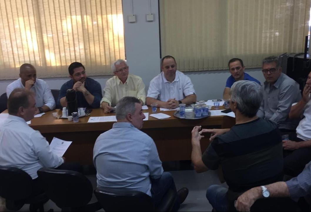Reunião debate emendas para projeto dos supermercados