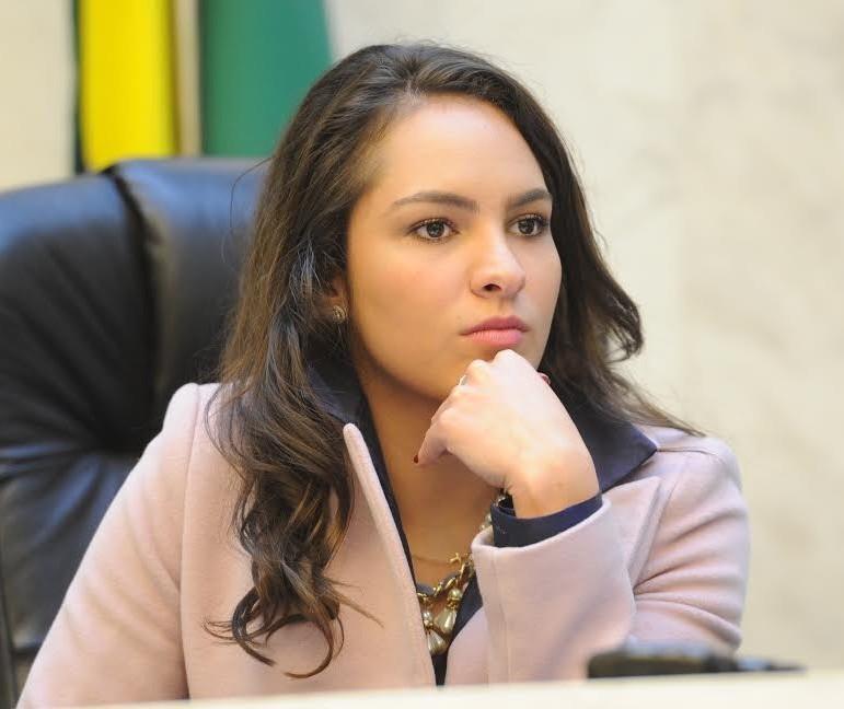 Deputada estadual Maria Victoria testa positivo para a Covid-19