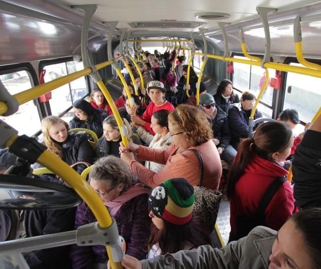 Usuários reclamam de ônibus lotados nas linhas intermunicipais