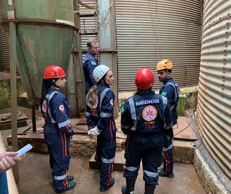 Trabalhador que ficou soterrado em silo de Maringá está no hospital