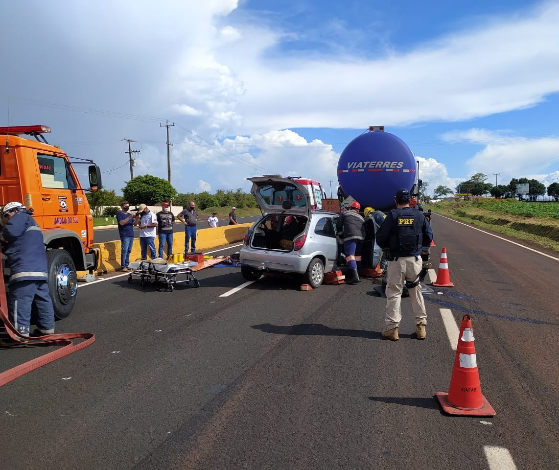 Acidente grave causa congestionamento e segunda colisão na BR-376