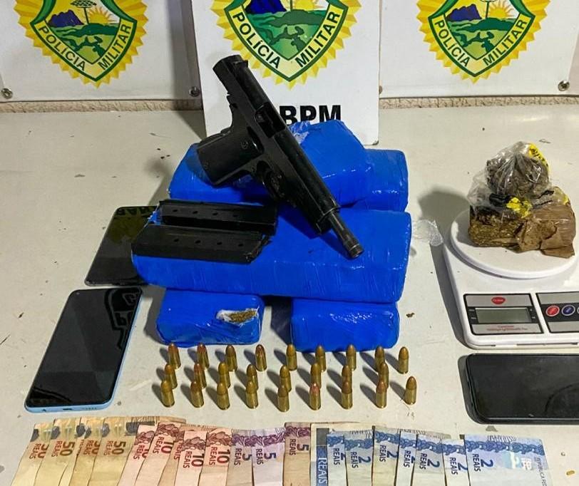 Casal é preso com maconha, arma de fogo e dinheiro em Paiçandu