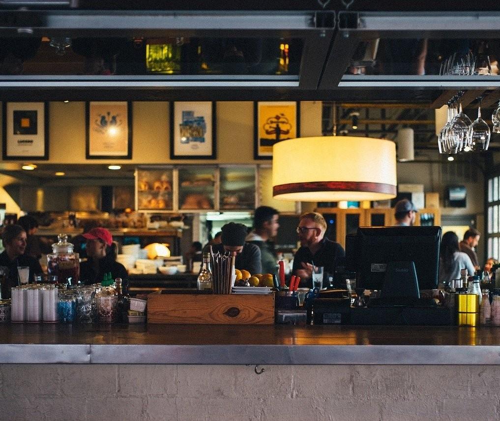 Novo decreto endurece regras para bares e restaurantes de Maringá