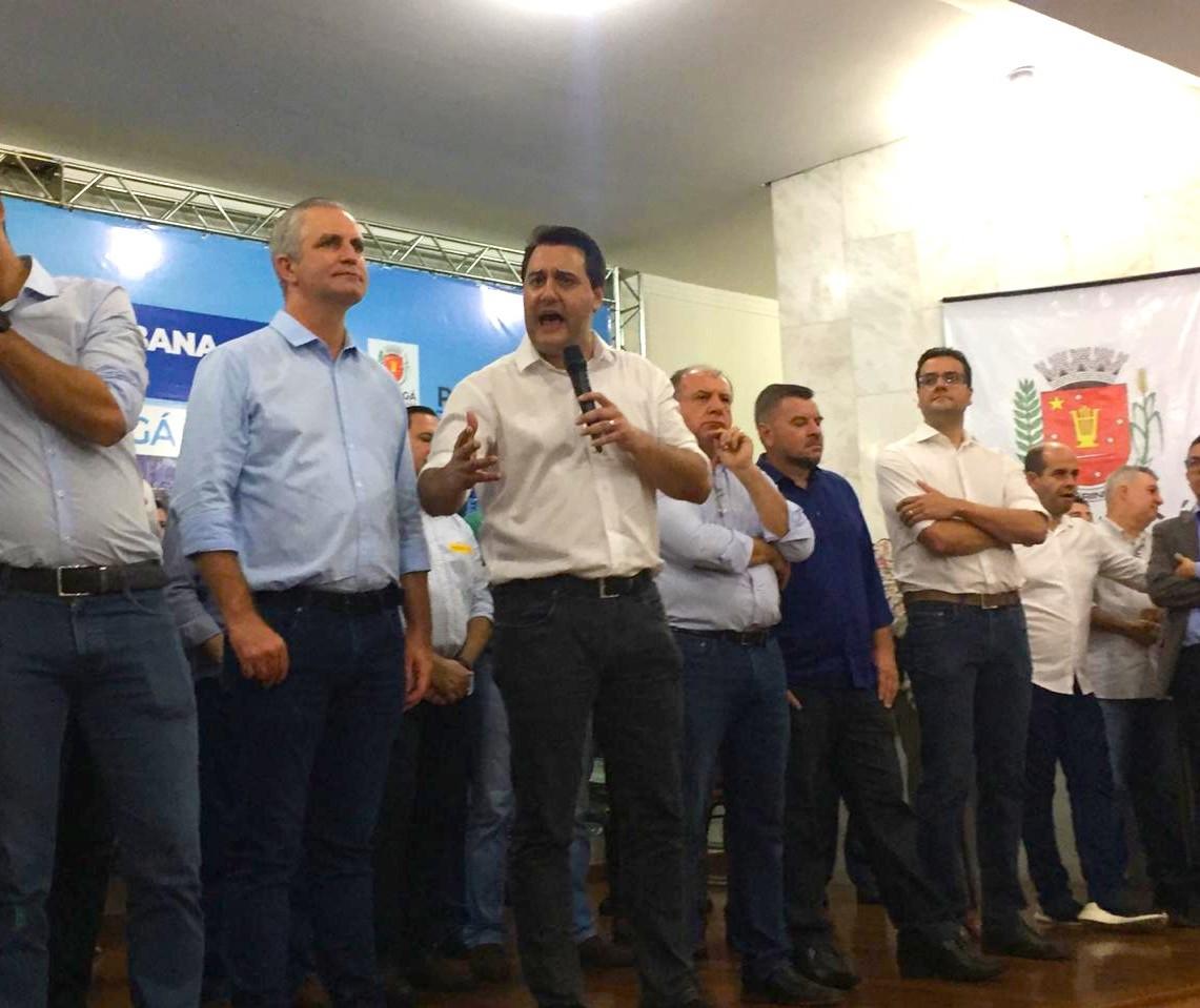 """""""Sou cabo eleitoral dele"""", diz Ratinho Júnior sobre reeleição de Ulisses Maia"""