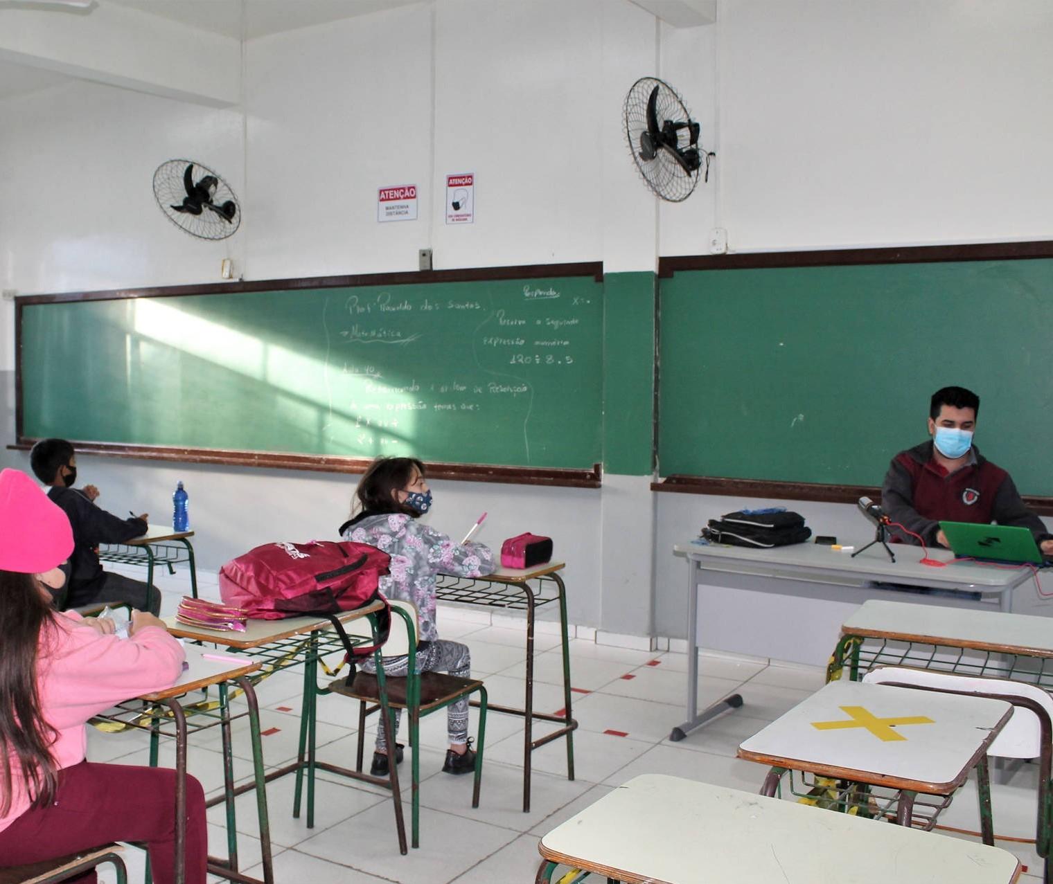 20% dos alunos da rede estadual em Maringá e região não voltaram para as aulas presenciais