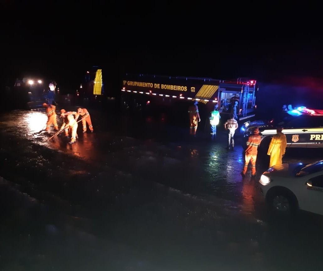 Trecho da BR-376 em Paranavaí foi liberado no final da noite