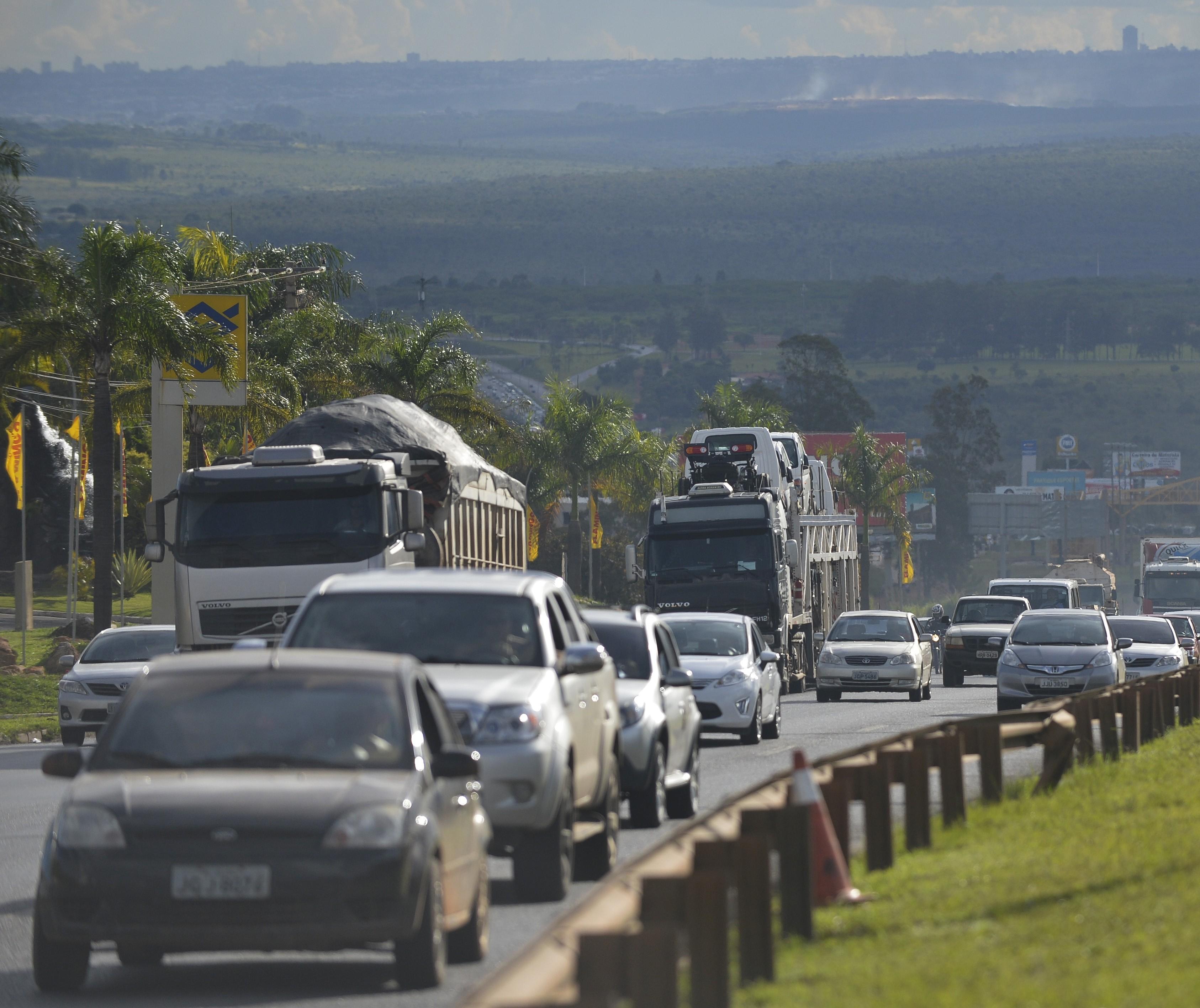Medo de transporte público impulsiona venda de carros usados e motos na volta ao trabalho