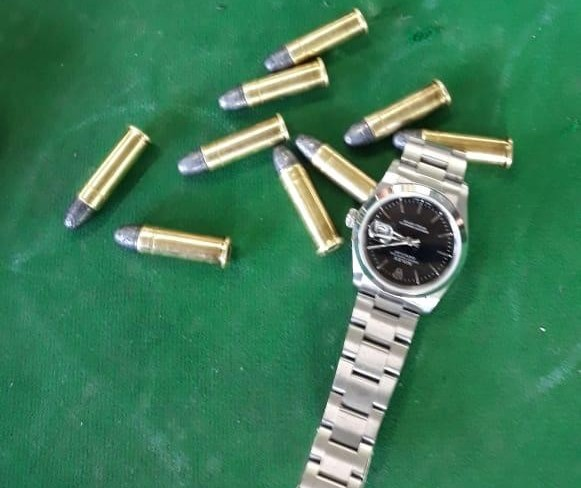 PM prende 4 homens após roubo de relógio Rolex em Maringá