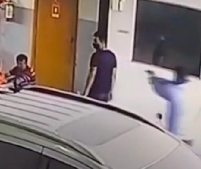 Câmeras flagram assassinato de homem em funilaria de Maringá; VÍDEO