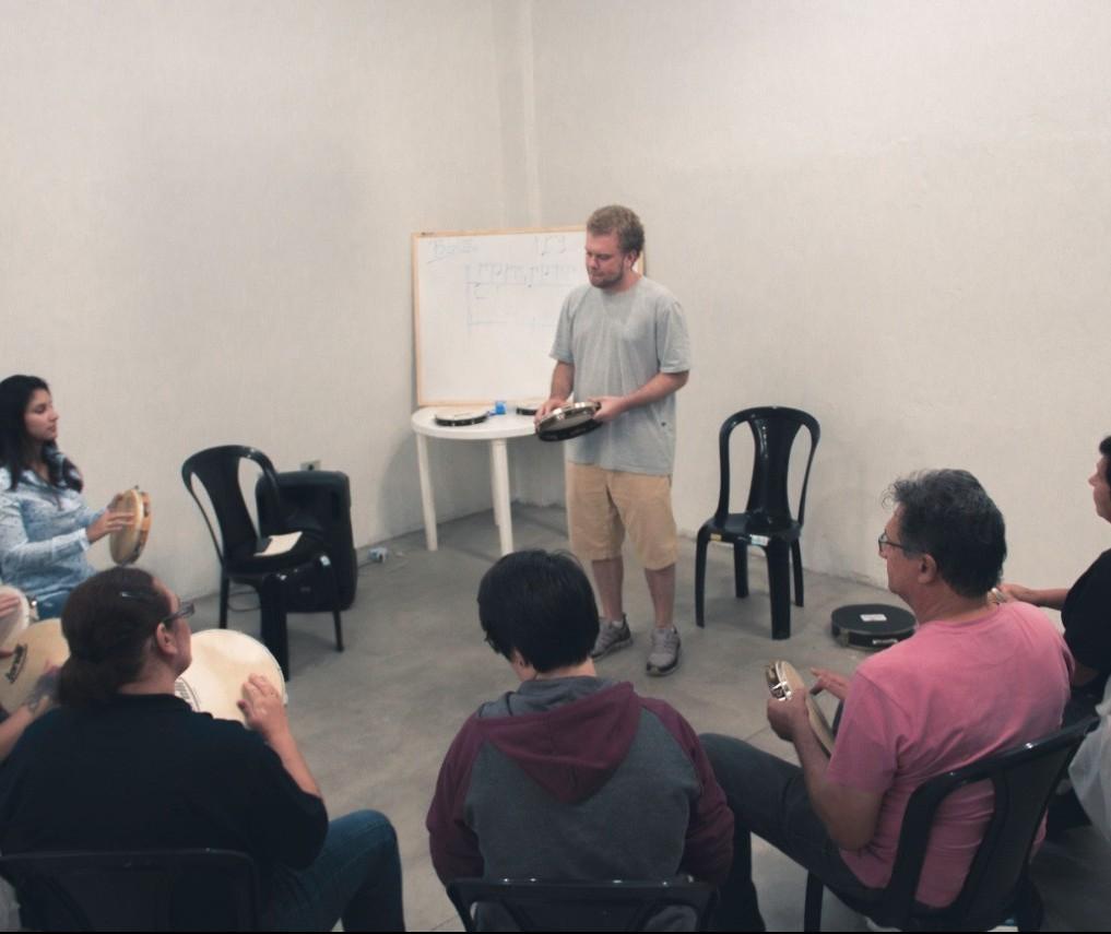 Oficinas artísticas são oferecidas gratuitamente em Maringá