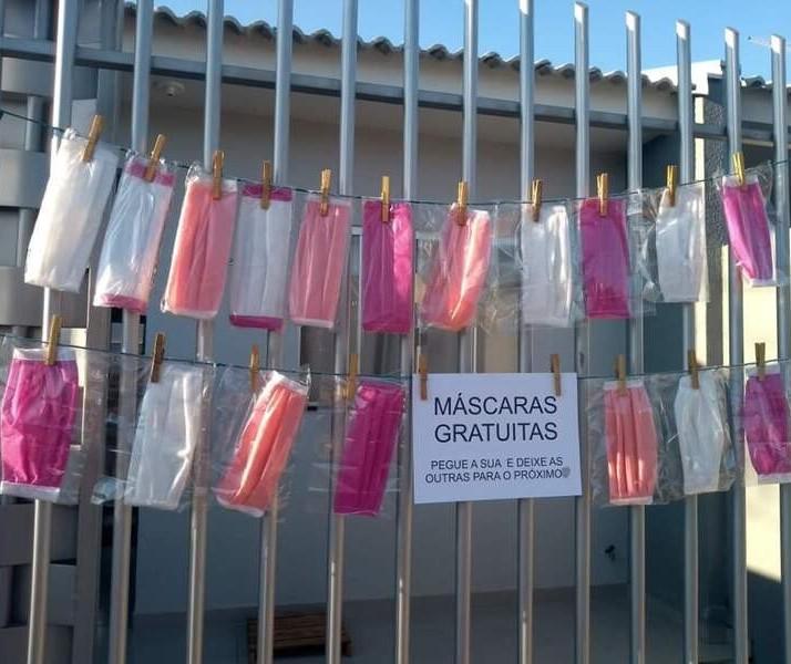 Costureira de Marialva faz varal com máscaras para doações