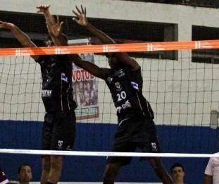 Maringá vence mais uma no Paranaense de Vôlei