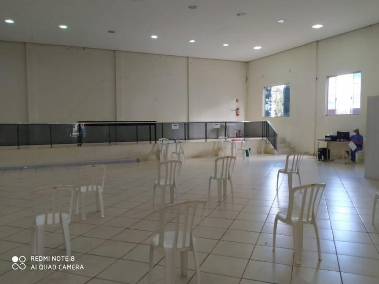 Cidade da região monta ambulatório em salão paroquial por falta de leitos