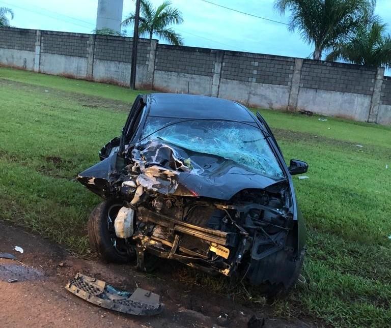 Homem morre em colisão entre carro e carreta na PR-317