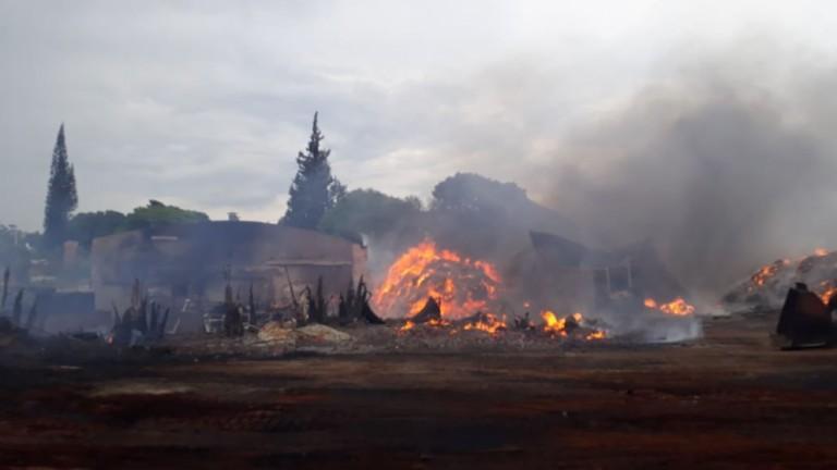 Incêndio destrói barracão onde funcionava uma marcenaria em Maringá