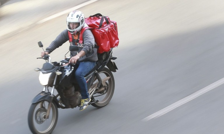 Prefeitura de Maringá libera a circulação de entregadores até por volta das 23h