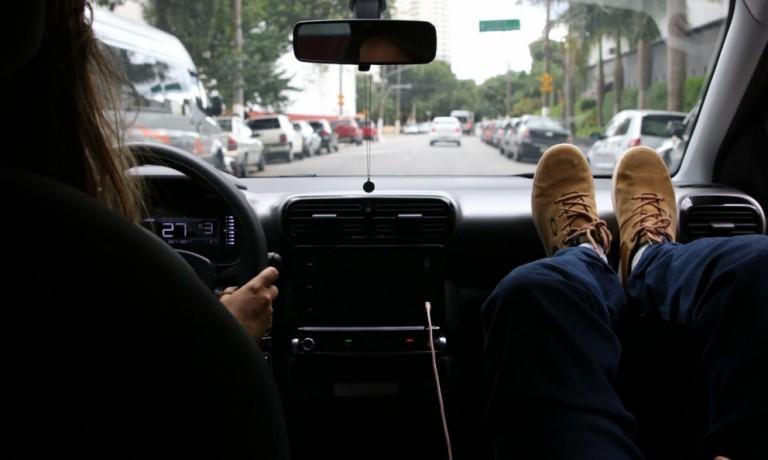 Carro por aplicativo ou veículo próprio: Qual alternativa é mais econômica?