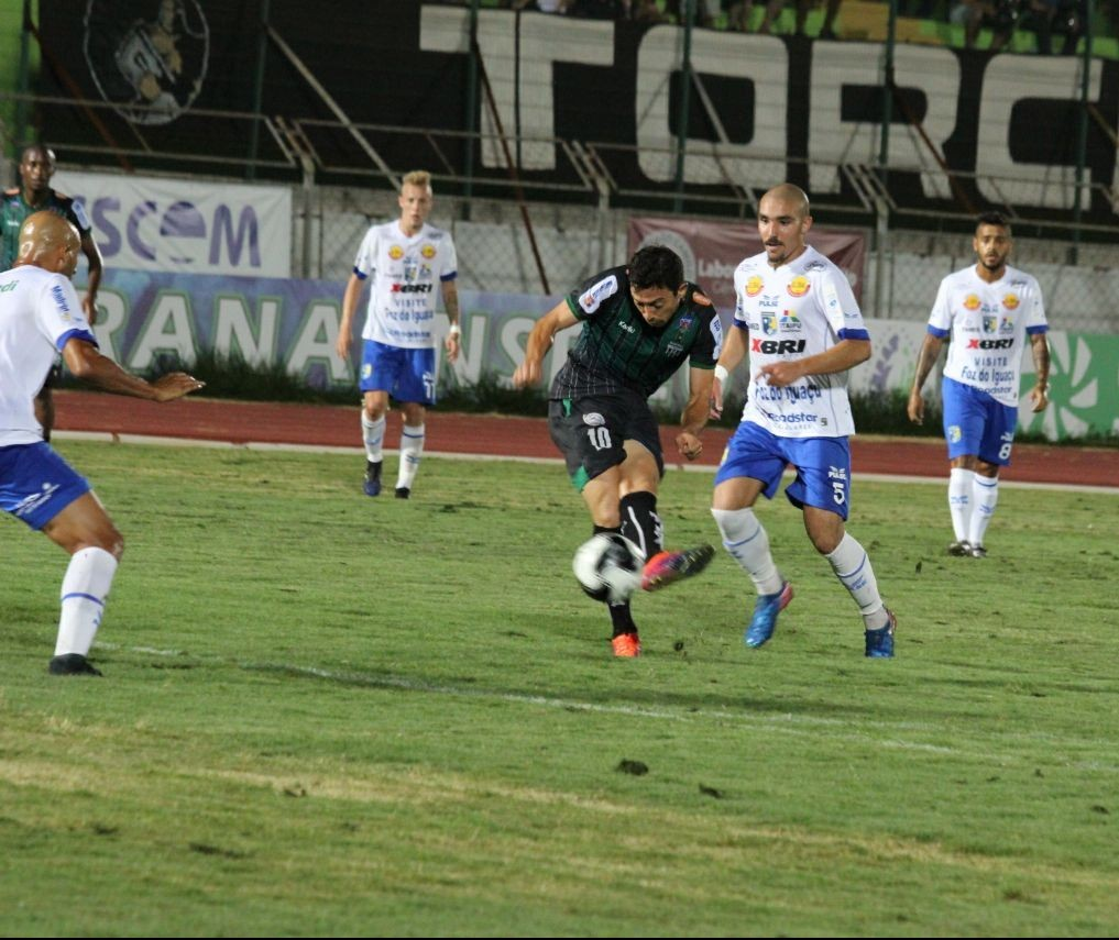 Maringá Futebol Clube vence o Foz por 2 a 0