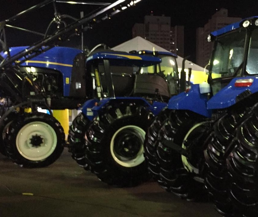 Máquinas e implementos agrícolas se destacam na Expoingá
