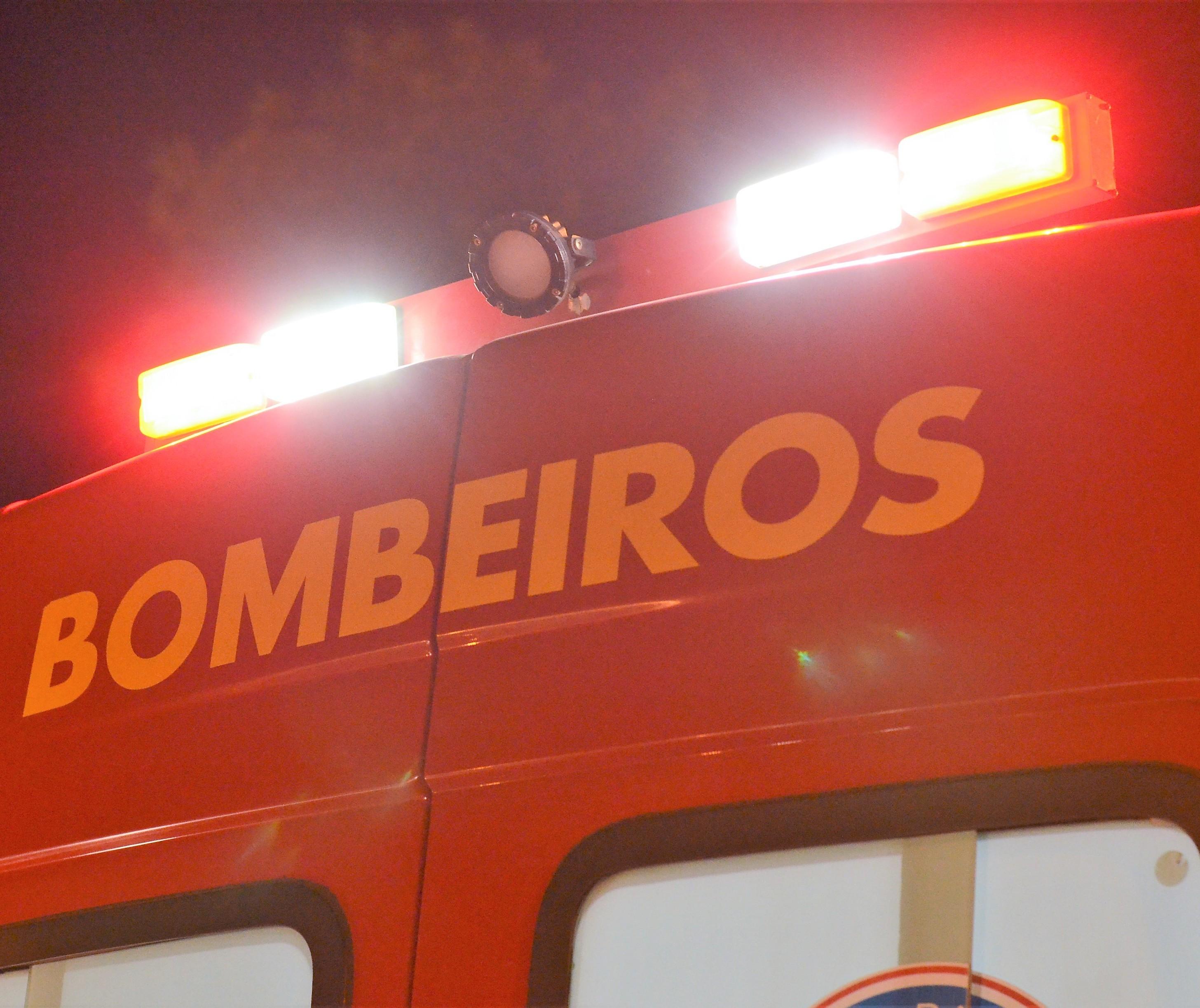 Colisão entre moto e dois carros deixa 1 morto e 5 feridos no Contorno Sul