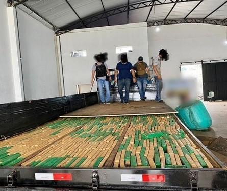 Denarc prende homens com carga milionária de maconha em Paranavaí