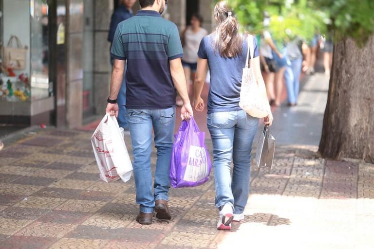 Comércio pede para que lojas fiquem abertas na sexta-feira (12)