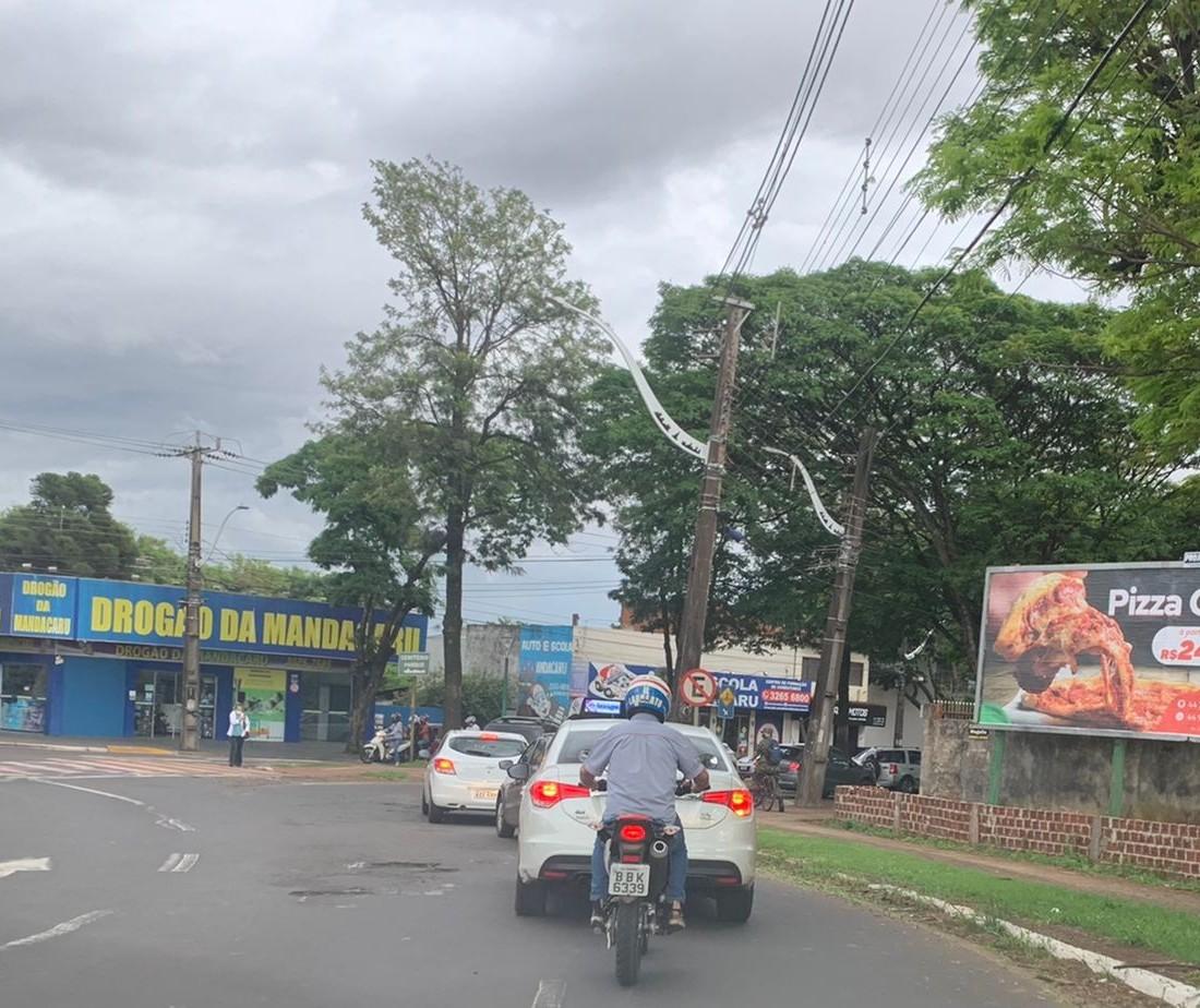 Motoristas reclamam dos buracos nas ruas e avenidas de Maringá