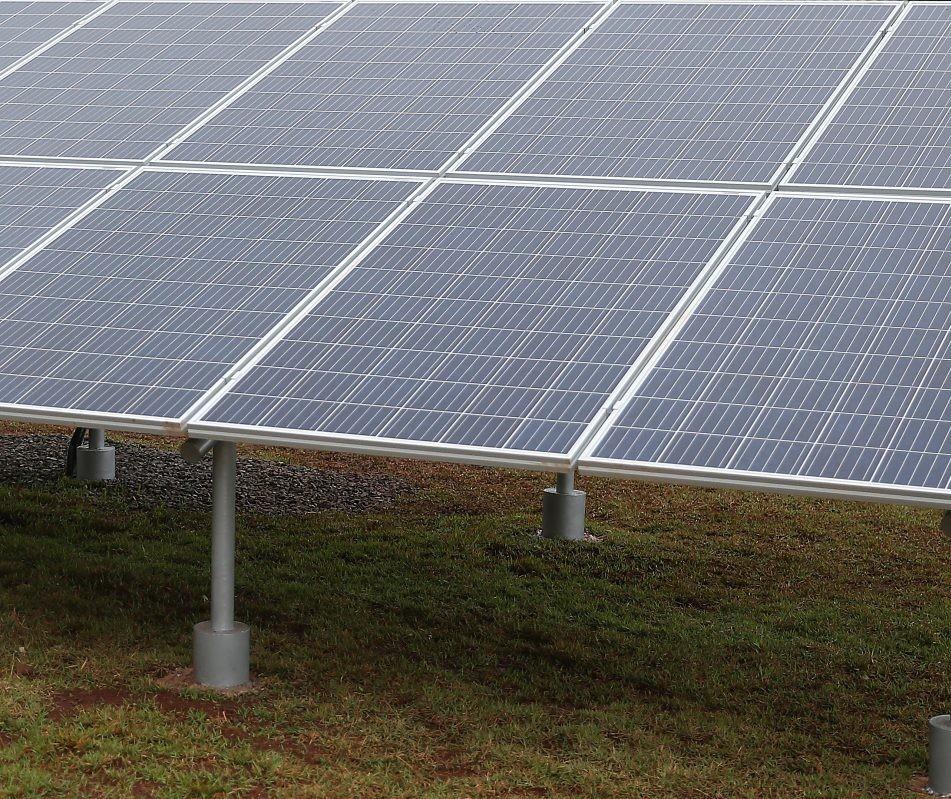 """O movimento """"Capacetes Amarelos"""" contra a taxação da energia solar"""