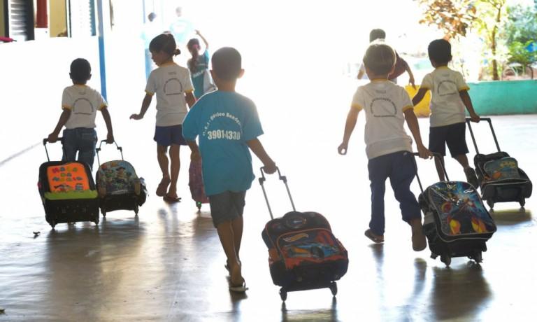 Escolas movimentam 160 mil pessoas por dia, justifica prefeitura ao suspender as aulas presenciais