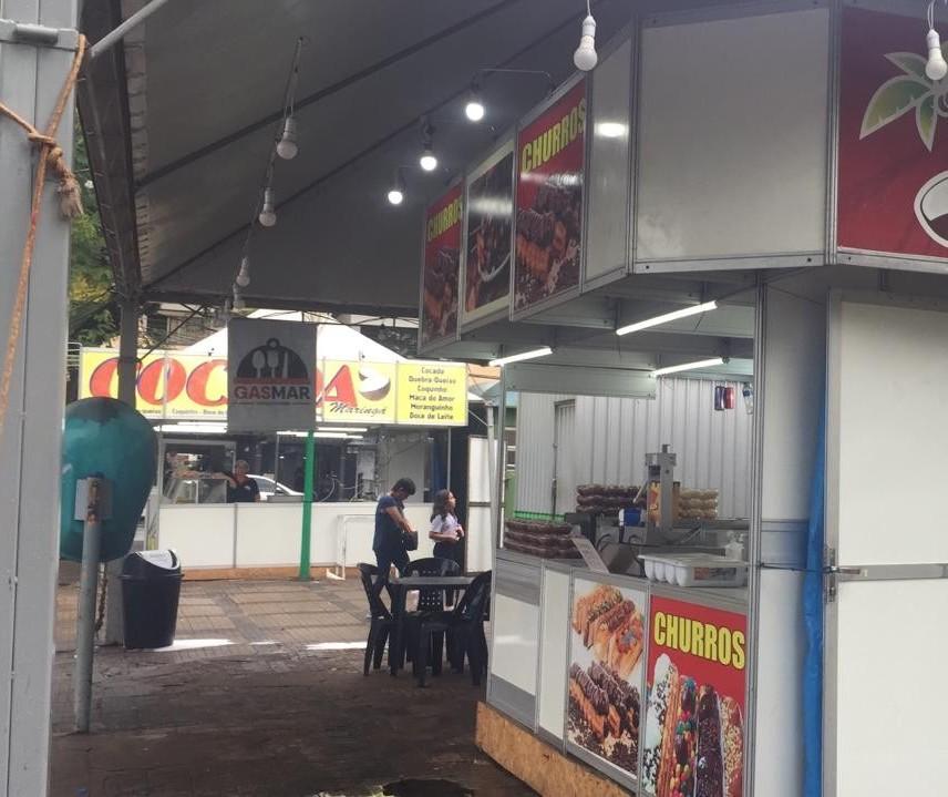 Vendedores ambulantes aproveitam atrações para reforçar a renda