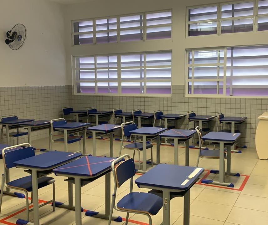 Professores da rede municipal em Maringá recebem as últimas orientações antes da retomada das aulas presenciais