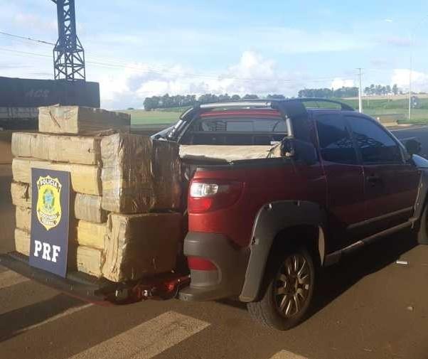 PRF apreende caminhonete com 259 kg de maconha em Mandaguari