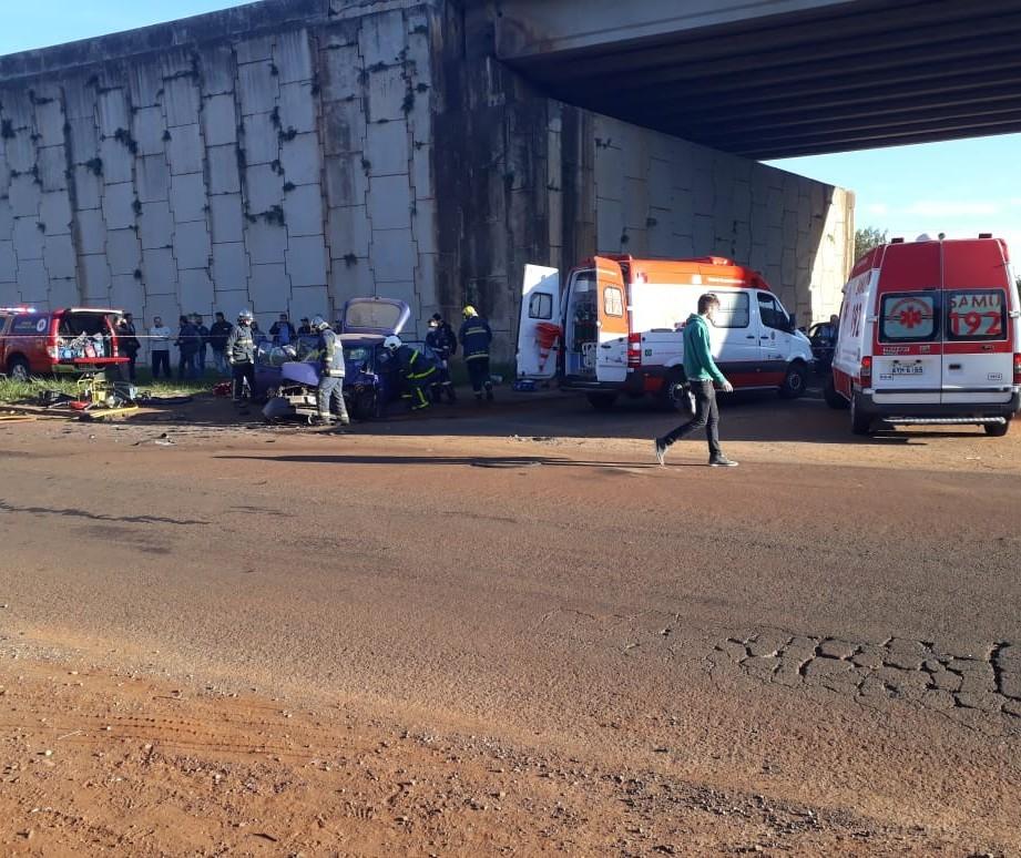 Três pessoas ficam feridas em acidente numa marginal do Contorno Norte
