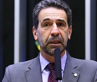 """""""Bolsonaro não está preocupado com a população"""", diz deputado Enio Verri"""