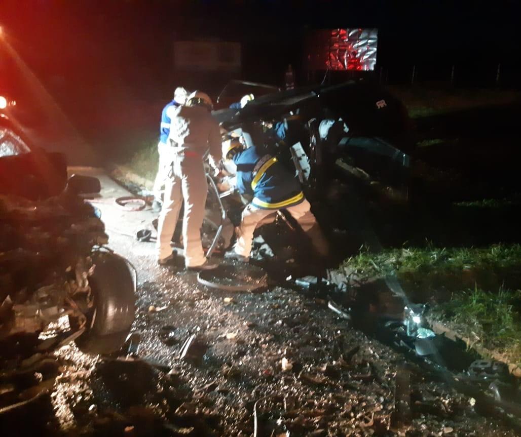 Acidente entre carros deixa seis mortos na PR-323