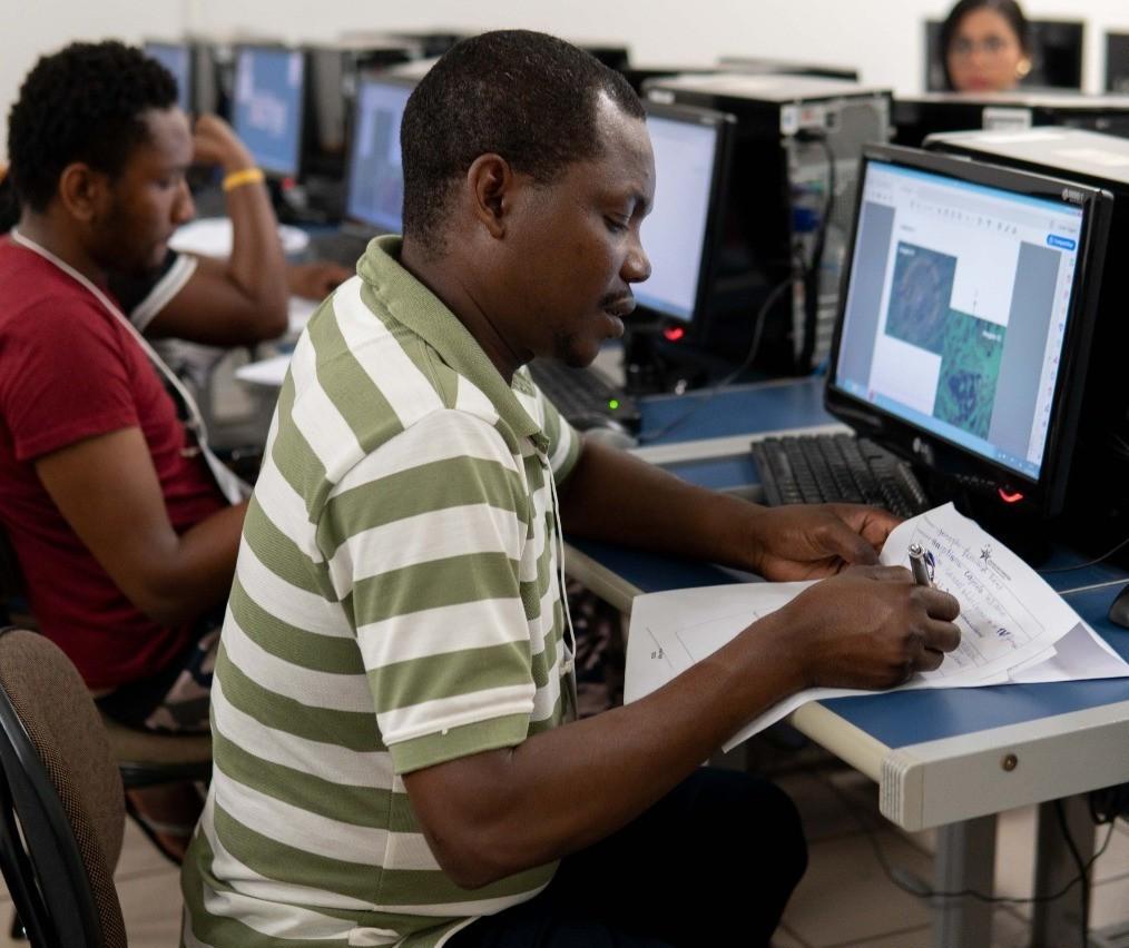 Instituição particular oferece curso de português para imigrantes e refugiados