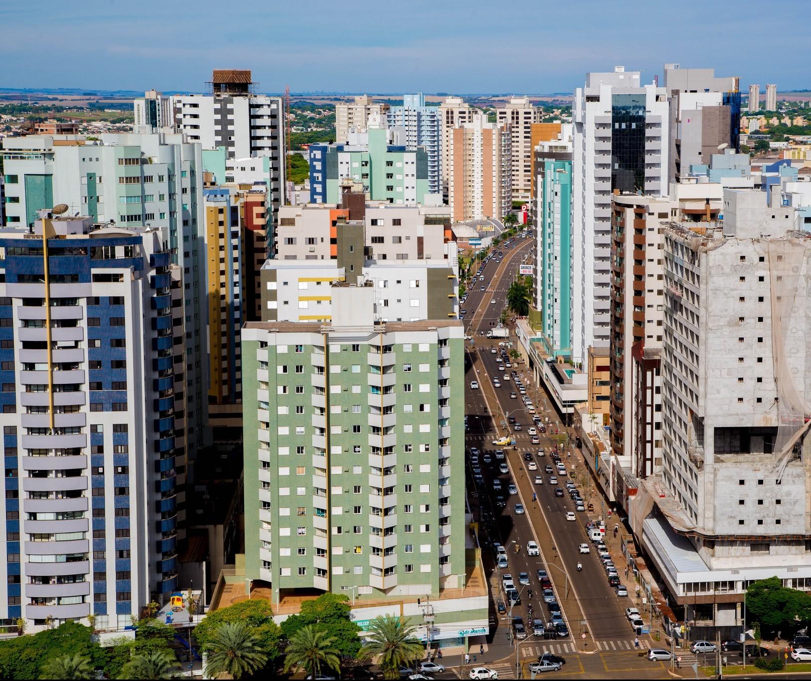 Mercado imobiliário maringaense reage