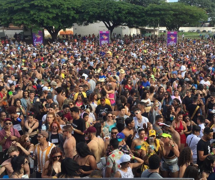 Fim de semana de folia no Parque de Exposições e nos clubes sociais de Maringá